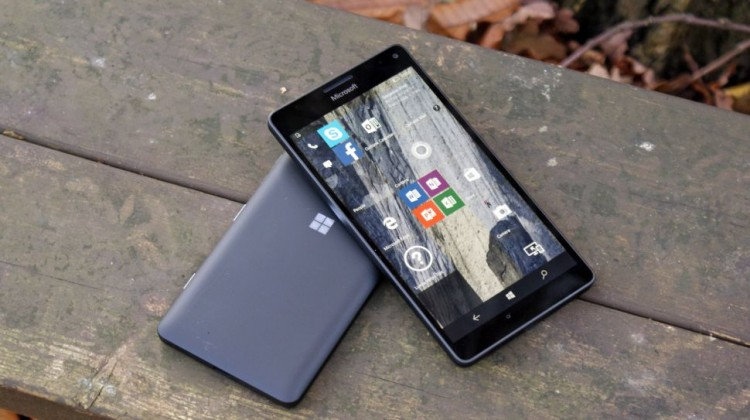 Microsoft Lumia Review - Lumia 950 XL with Impeccable Shooters and Unremarkable Design